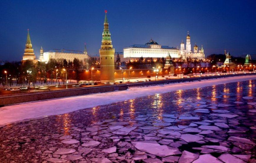 Kremlin Embankment at night