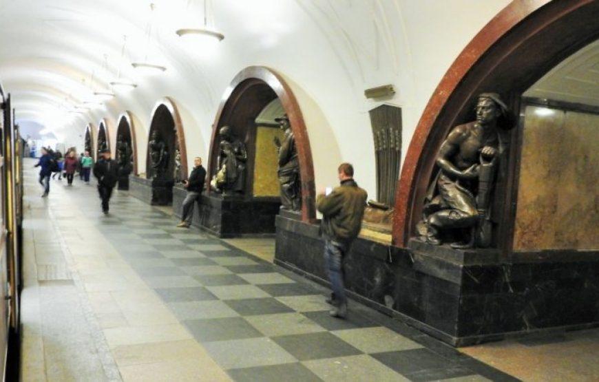 Ploshchad Revolutsii Station
