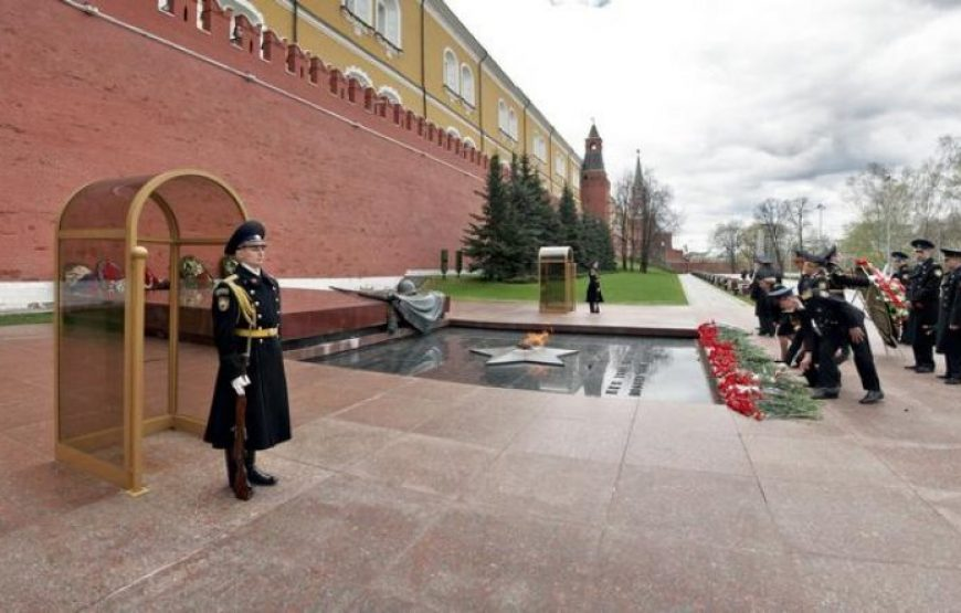 Honor Guards near Tomb of Unknown Soldier in Alexander Garden