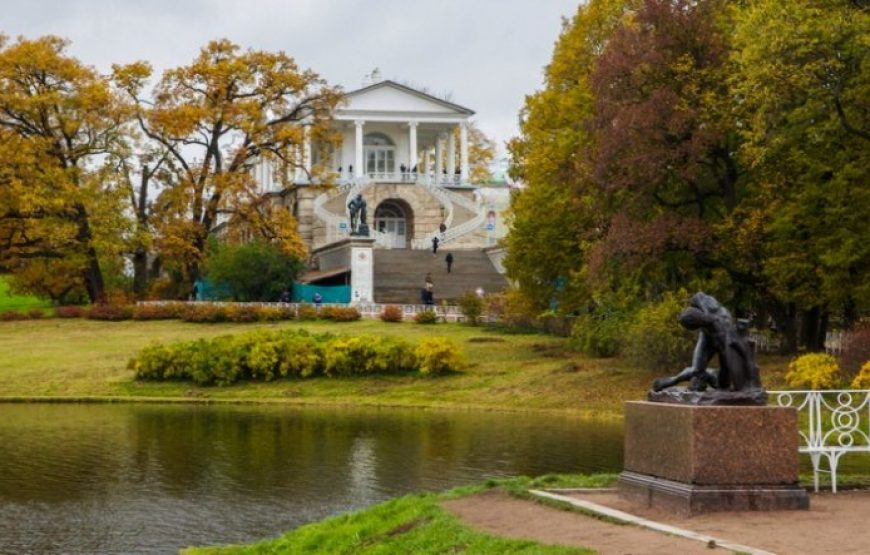 Ekaterininskiy Park in autumn