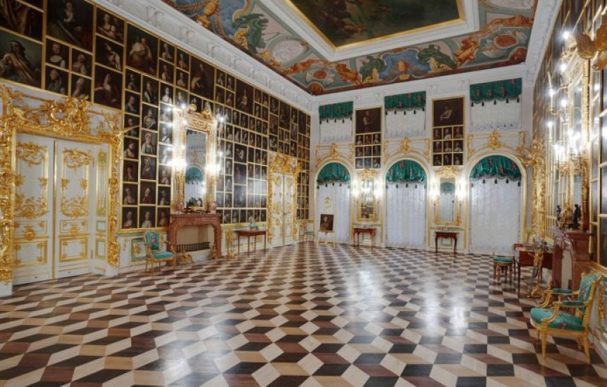 Kartinny Hall - Peterhof Palace Interior