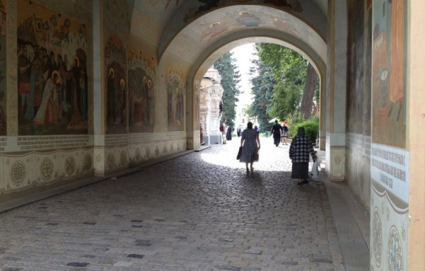 An Icon-painting arch in Trinity Lavra